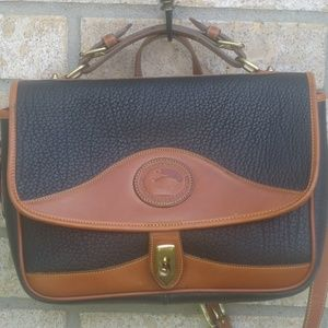 Dooney & Bourke Medium Vtg black handbag Leather .